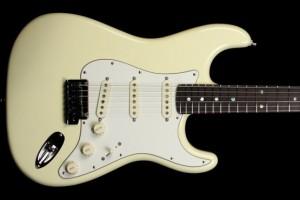 Fender_Custom_Shop_2011_Custom_Deluxe_Stratocaster_Vintage_White_XN5977_a