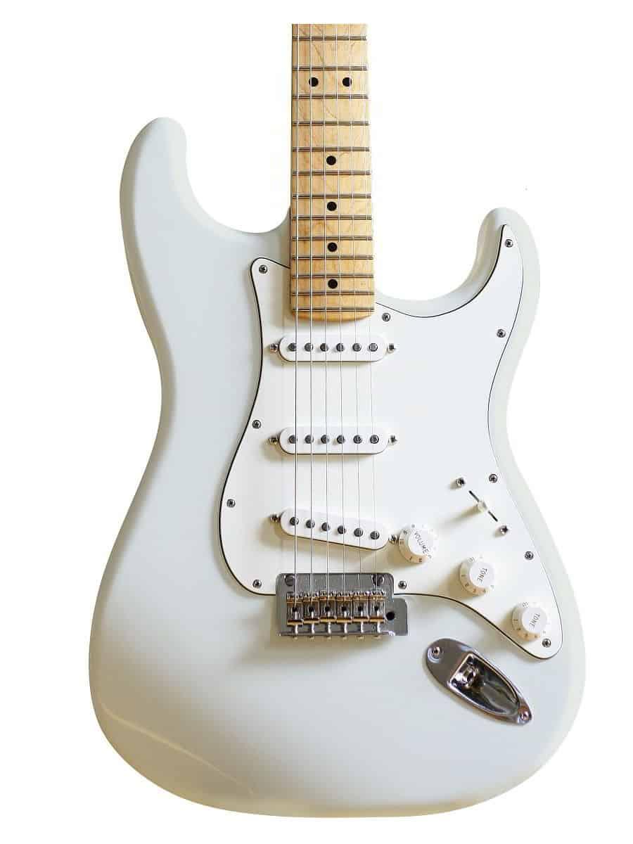 vernice nitrocellulosica Faded Sonic Blue per la pittura di chitarra elettrica. Scopri come verniciare chitarra elettrica e finirla con una vernice alla nitrocellulosa. nitrocellulosa