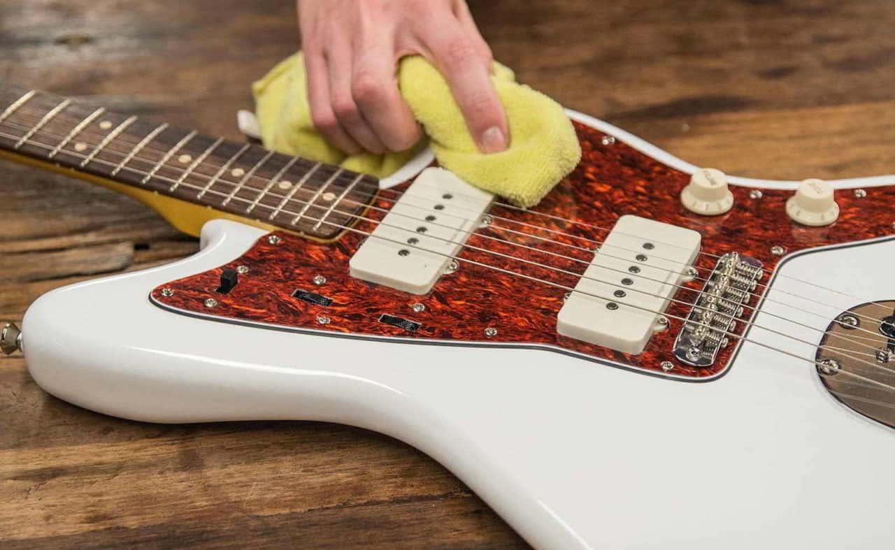 como limpiar guitarra